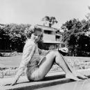Lauren Bacall - 454 x 532