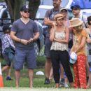 Elsa Pataky, Chris Hemsworth and Matt Damon at a local park in Byron Bay - 454 x 363