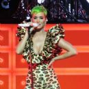 Katy Perry – Performs a special show for Citibank Cardholders in LA - 454 x 603