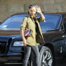 Jada Pinkett Smith – Out and about in Los Angeles - 454 x 593