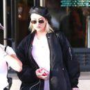 Christina Aguilera – Christmas shopping at Barneys New York in LA - 454 x 681