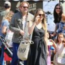 Alicia Silverstone at the farmer's market in Studio City, California on August 28, 2016 - 401 x 600