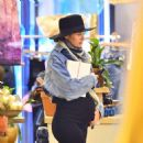 Candice Swanepoel – Shopping in NYC - 454 x 476