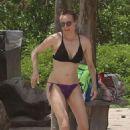 Diane Kruger in Bikini on Costa Rica Beach - 454 x 681