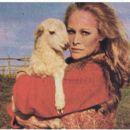 Ursula Andress - Film Magazine Pictorial [Poland] (6 July 1980) - 454 x 395