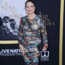 Gloria Estefan – 'A Star is Born' Premiere in LA - 454 x 742