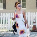 Sarah Hyland – Out for lunch in Studio City