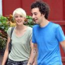 Agyness Deyn and albert hammond jr - 300 x 400