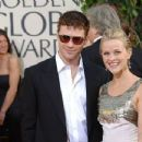 Reese Witherspoon and Ryan Phillippe - The 63rd Annual Golden Globe Awards - Arrivals (2006) - 454 x 347