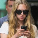 Amanda Seyfried and Desmond Harrington spotted out in New York City (August 27) - 454 x 726