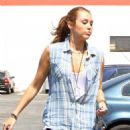 Miley Cyrus - Heads To A Rehearsal Studio In Burbank, 2010-05-15