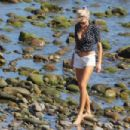 Charlotte McKinney – Seen on the beach in Malibu - 454 x 302