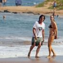 Elizabeth Berkley and Greg Lauren in Hawaii - 454 x 314