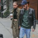 Gigi Hadid and Zayn Malik Leaving her home in New York - 454 x 680