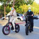 Hailey and Justin Bieber – Riding Electric Bikes in Los Angeles - 454 x 447