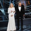 Faye Dunaway and Warren Beatty At The 89th Annual Academy Awards (2017)