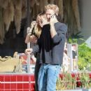 Miley Cyrus hold hands with Cody Simpson – Out for lunch in Los Angeles
