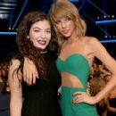 Lorde and Taylor Swift At The American Music Awards 2014