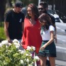 Sarah Hyland – Shooting scenes for the new season of 'Modern Family' in LA