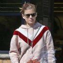 Kate Mara – Shopping in Los Angeles