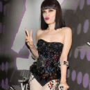 Jessie J Rocks Corset & Crutches to 2011 VMAs