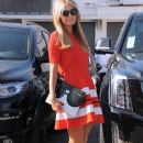 Paris Hilton stops by the Meche Salon in Beverly Hills, California on May 12, 2016