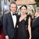 Sam Heughan and Catriona Balfe At The 73rd Golden Globe Awards - Arrivals (2016) - 454 x 397