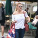 Jodie Sweetin – Shopping at Farmer's Market in Studio City - 454 x 785