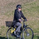 Katy Perry riding her bike in Adelaide