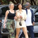 Kylie Jenner – Heads to lunch in Malibu - 454 x 608