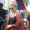 Jodie Sweetin – Shopping Candids at Farmers Market In Los Angeles - 454 x 681