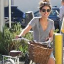 Shenae Grimes-Out To Lunch In Los Angeles-October 28, 2010