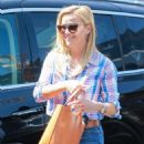 Reese Witherspoon – Out in Santa Monica - 454 x 681