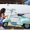 Rihanna: as her yacht docks in the Nice harbor - 454 x 329