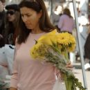 Mimi Rogers - Shopping At The Farmers Market In Brentwood 2007-12-23
