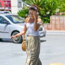 Sarah Hyland – Out in Los Angeles