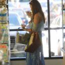 Sofia Vergara – Shopping in West Hollywood - 454 x 681