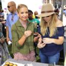 Sarah Michelle Gellar – Foodstirs Host Kids in the Kitchen at The Grove in Los Angeles 10/02/2016 - 454 x 596