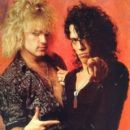 Stephen Pearcy with Robbin Crosby - 400 x 535