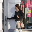 Sofia Vergara in Jeans – Visits Portofino tanning salon in Beverly Hills