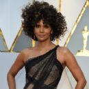 Halle Berry At The 89th Annual Academy Awards - Arrivals (2017) - 421 x 600