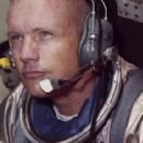 Neil Armstrong - 380 x 285