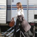 "Jennifer Love Hewitt - Strolls Around The Set Of ""Ghost Whisperer"" In Los Angeles, 2009-01-09"