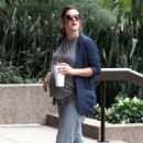 Drew Barrymore showing off her baby bump in Beverly Hills (August 23)
