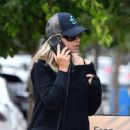 Sarah Michelle Gellar stop for a coffee in Brentwood - 454 x 681
