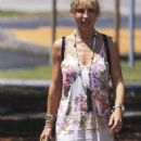 Elsa Pataky – Out in Byron Bay, Australia 3/4/ 2017 - 454 x 887