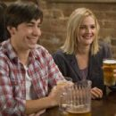 (L-r) JUSTIN LONG as Garrett and DREW BARRYMORE as Erin in New Line Cinema's romantic comedy 'GOING THE DISTANCE,' a Warner Bros. Pictures release. Photo by Jessica Miglio