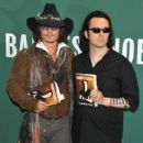 Damien Echols In Discussion With Johnny Depp - 412 x 594