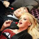 Donnie Wahlberg and Jenny McCarthy - 300 x 400