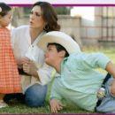 Nora Salinas, Jose Miguel and Scarlet - Tvnotas magazin Pictorial May 2013 - 454 x 253
